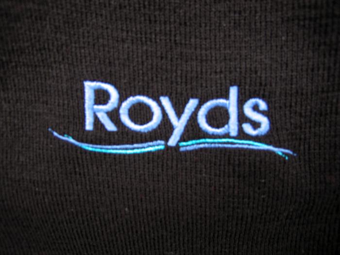 royds-knitted-jumper-logo
